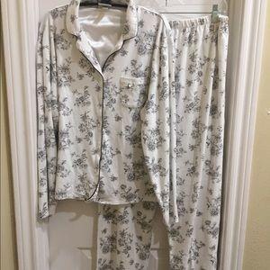 ❤️NWOT. White w/ Black Floral Print Size XL PJs